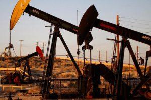 الولايات المتحدة تسعى لبيع نصف مخزوناتها الإستراتيجية وهبوط لأسعار النفط في آسيا