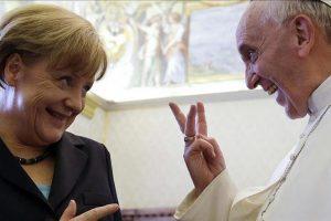 ميركل تلتقي بابا الفاتيكان للمرة الرابعة وتناقش قضايا الهجرة والمناخ ومكافحة الإرهاب