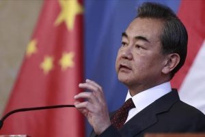وزير الخارجية الصيني يدعو الأطراف المعنية بالأزمة الكورية إلى ضبط النفس